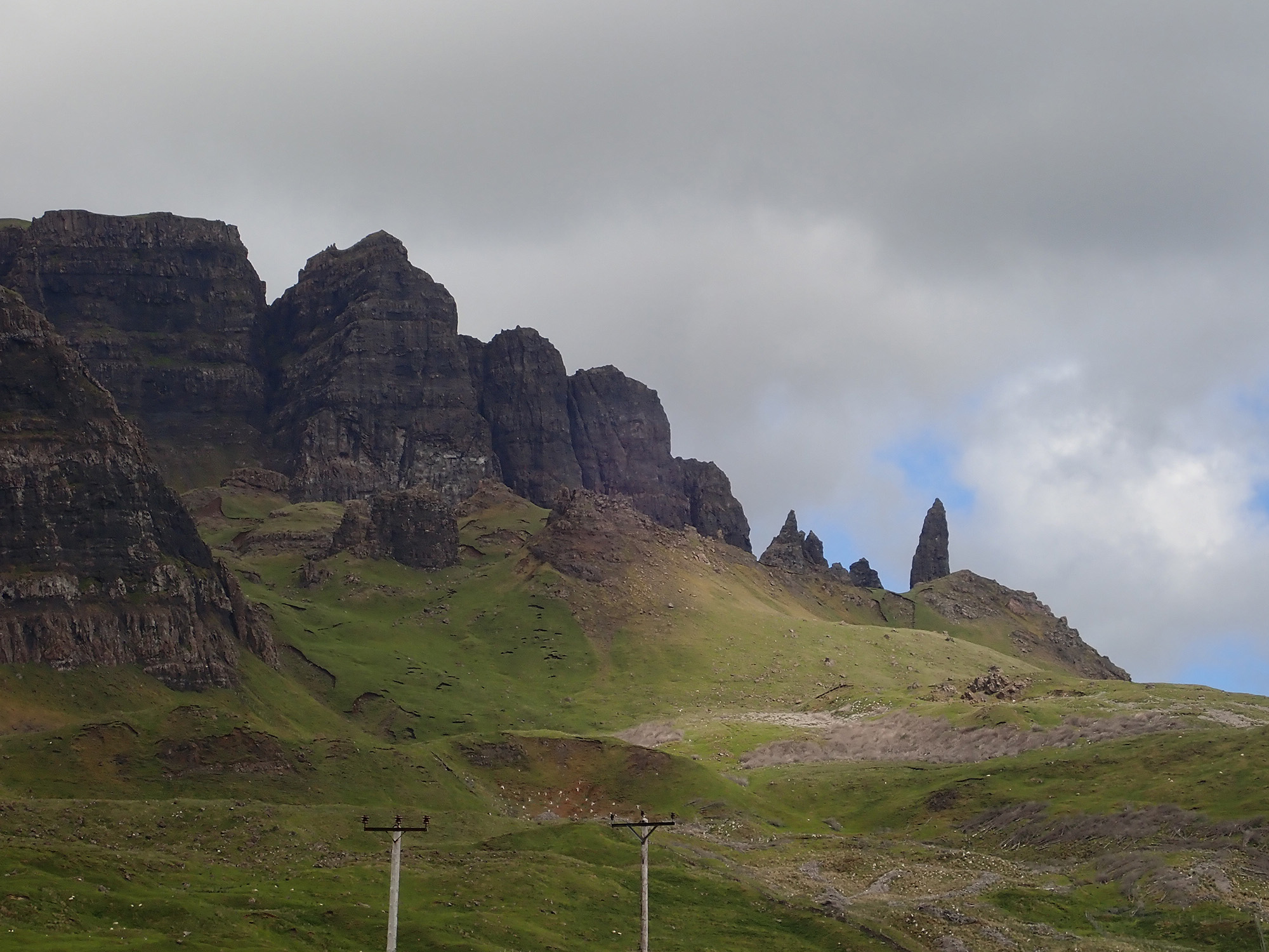 16  and the Old Man of Storr.JPG
